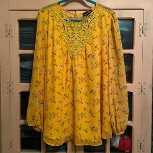 Fully lined blouse with lace front applique